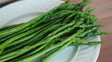 Garlic Lime Steamed Asparagus