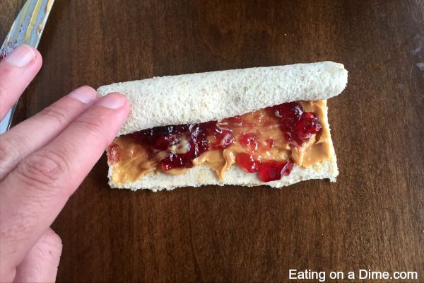 How to make peanut butter and jelly sandwich sushi rolls for an after school snack or even a fun lunch idea. Peanut butter and jelly sandwich rolls are fun
