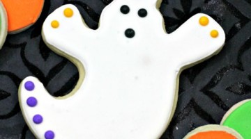 How to make and Decorate Ghost Sugar Cookies