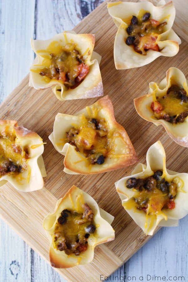 Try this Easy Wonton Taco Cups Recipe! Mini taco cups are perfect to feed a crowd or just your family. Taco wonton cups recipe will be a hit! They are packed with yummy taco meat, cheese and more!