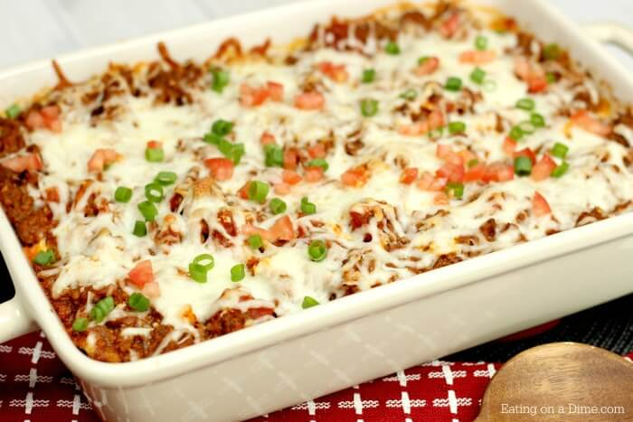 This EASY lasagna casserole recipe is cheesy and oh so yummy! Quick and easy lasagna casserole is the best dinner for busy nights. You will love lasagna style pasta bake. Freeze this easy lasagna bake for a quick and easy meal.