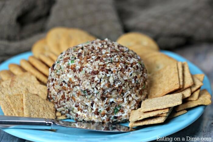 The best appetizer for the holidays: Try this simple Garlic cheese ball recipe. This entire family will love this Garlic and onion Cheese ball recipe.