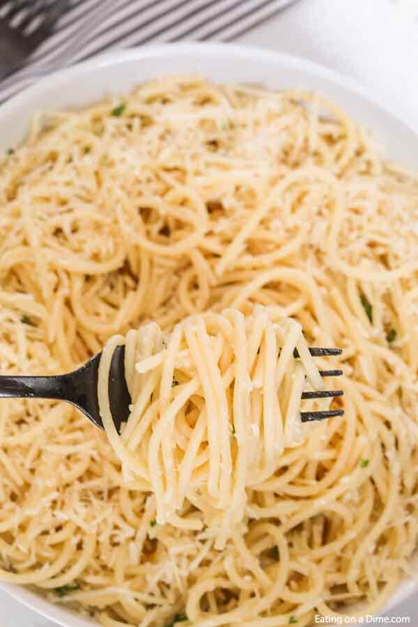 Dinner is easy with this One pot parmesan pasta recipe. Serve this as the perfect side dish or add chicken or shrimp to make it a main meal.