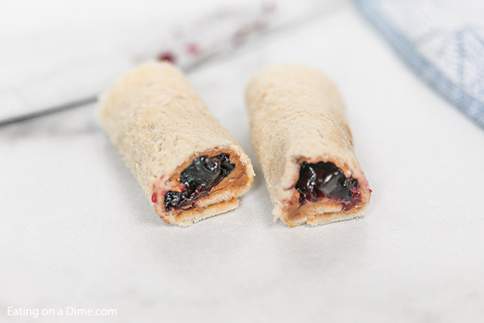 These peanut butter and jelly sushi rolls are perfect or an after school snack or even a fun lunch idea. Kids and adults love them!