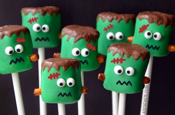 You have to try one of these easy halloween desserts for kids this year. I know your kids and even adults will love one of these Halloween treat recipes.