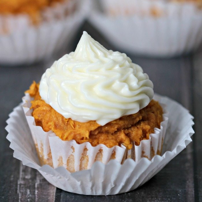 These pumpkin cupcakes with cream cheese frosting will melt in your mouth. You will be surprised how easy this pumpkin cupcakes recipe is to make. Try it!