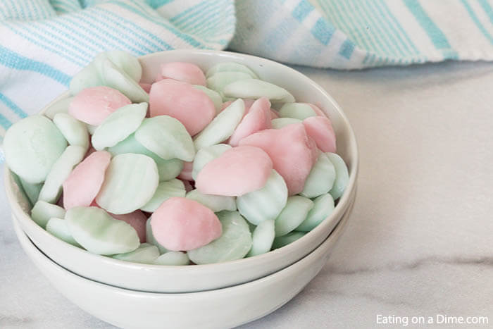 Learn how to makeeasy frozen yogurt bites for a tasty and healthy treat for the kids. Plus, you will save money too!