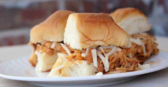 CROCK POT BBQ PULLED CHICKEN Recipe - Try this easy crock pot BBQ chicken sliders for your next meal. This BBQ chicken sandwich tastes great.
