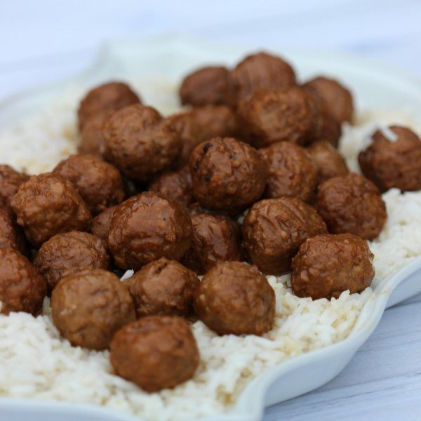 crockpot sweet and sour meatballs. Now here is an easy freezer meal. This crockpot sweet n sour meatballs are delicious and the kids love it.
