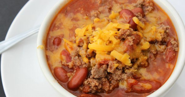 This quick chili recipe is ready in less than 30 minutes.  This is the best quick and easy chili recipe.  You'll love this classic one pot chili recipe.