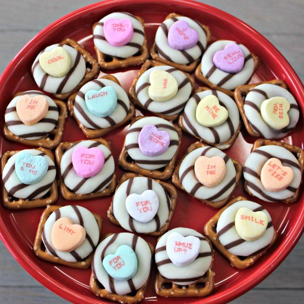 Make Valentines day chocolate pretzel kisses for a fun and easy Valentine's Day treat. The sweet and salty combination is amazing.