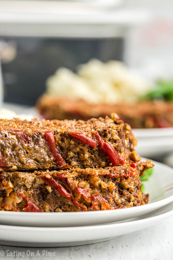 Enjoy traditional meatloaf even in the Summer months thanks to this crockpot meatloaf recipe.No need to heat up your kitchen when you can use the crockpot!