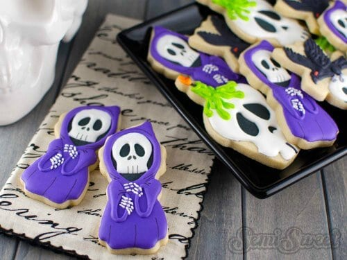 Check out these easy Halloween cookie recipes for kids. 20 fun and frightening Easy Halloween Cookies Recipes that kids will love.