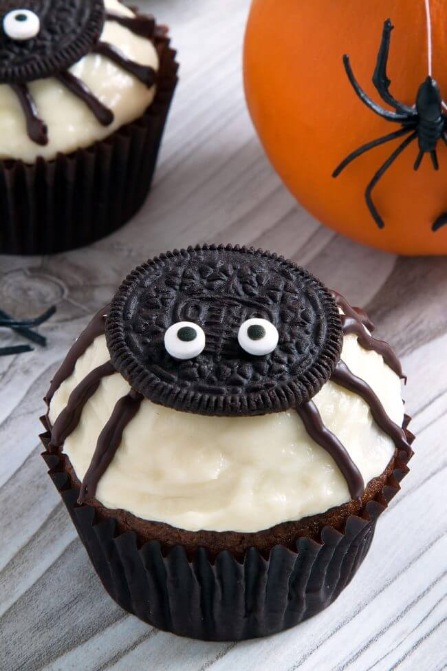 Easy halloween cupcakes ideas 25 halloween cupcake ideas - Halloween decorations for cupcakes ...