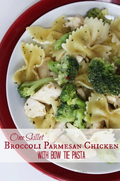 Make dinner a breeze with these easy chicken pasta dishes.Try 20 quick and easy chicken and pasta recipes everyone will love! Add these to your menu plan!