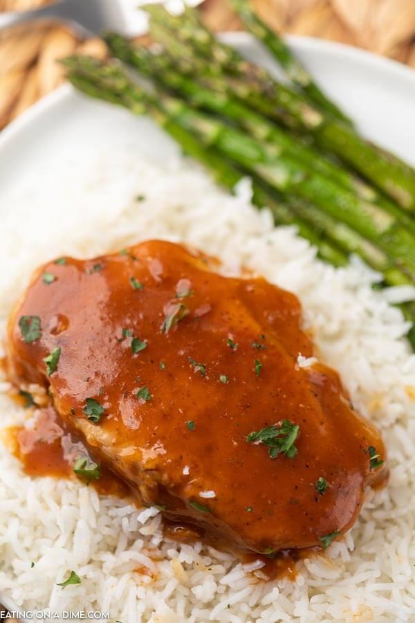 pork chops on rice with asparagus