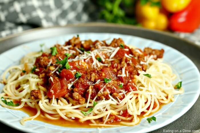 Try this delicious crock pot spaghetti sauce recipe that you can make just by tossing everything in your crockpot. Crockpot spaghetti sauce is so easy!