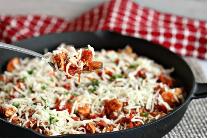 Enjoy low carb pizza chicken recipe while folowing a ketogenic diet. Keto pizza chicken recipe is packed with flavor. Pizza chicken keto recipe is easy!