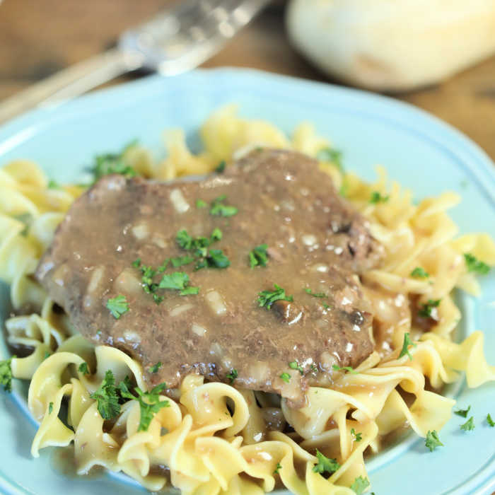 Crock Pot Cube Steak And Gravy Easy Slow Cooker Meal