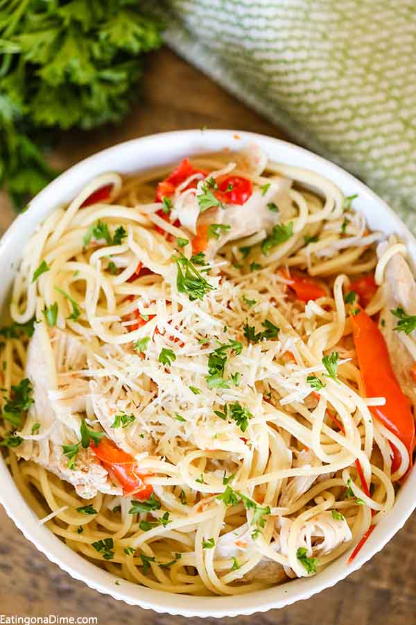 Serve your family a tasty dinner even during busy weeknights when you try these chicken and pasta recipes. Find quick and easy options.