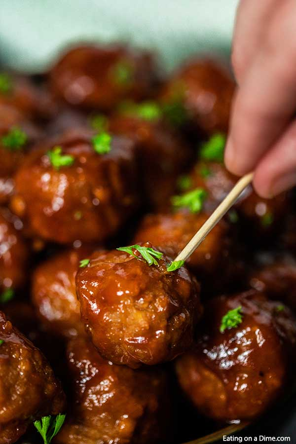 Crockpot BBQ Meatballs has just 4 ingredients and the slow cooker makes it super easy. Enjoy an easy dinner when you make slow cooker bbq meatballs.