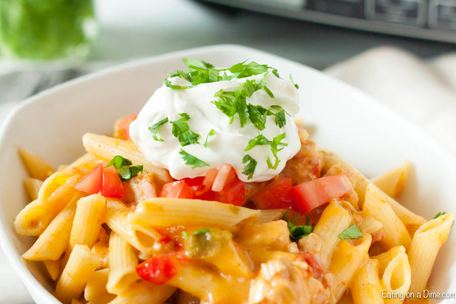 Crock pot chicken fajita pasta recipe is an easy one pot meal that has everything you need for a delicious dinner. If you love fajitas, this creamy pasta will be a hit and the crockpot does all of the work to make Chicken Fajita Pasta Recipe. Chicken Fajita Pasta is frugal and your family will love chicken fajita pasta creamy and delicious. #eatingonadime #crockpotchickenfajitapastarecipe