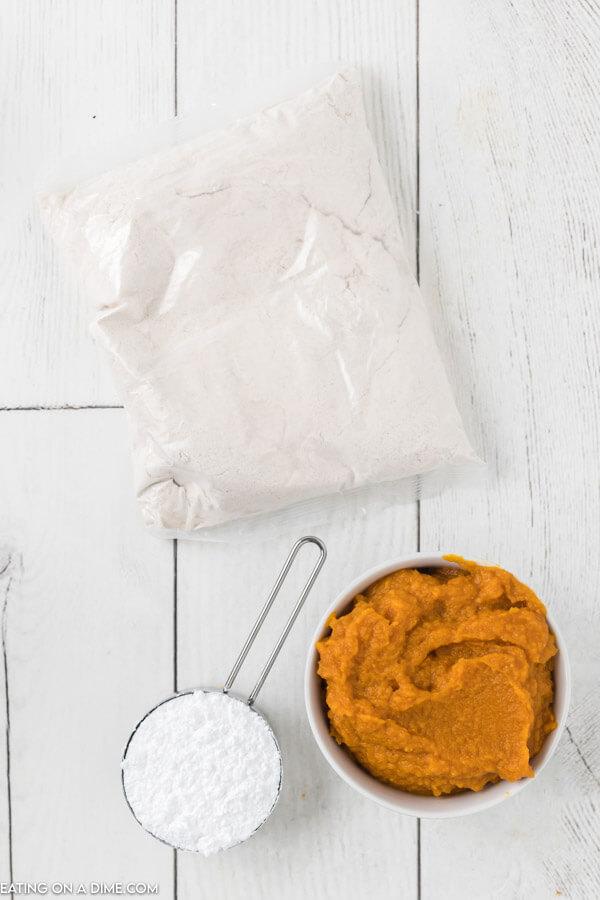 ingredients for recipe: cake mix, pumpkin, powdered sugar